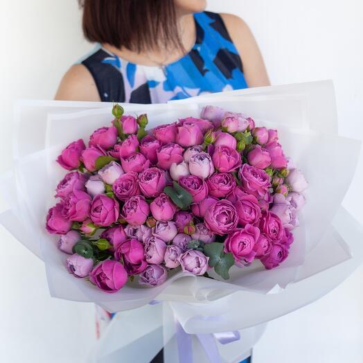 Букет из пионовидных кустовых роз «Нежный поцелуй»
