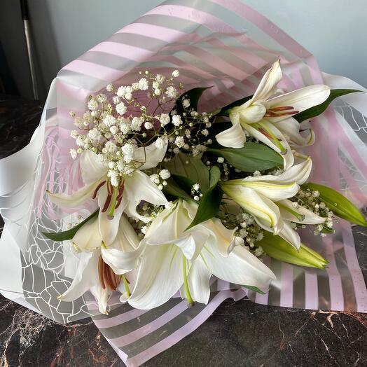 Лилия в цвету