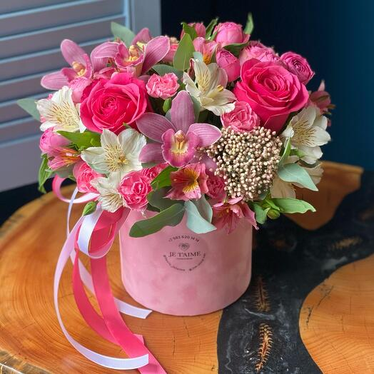 Бархатная коробочка с орхидеями и розами