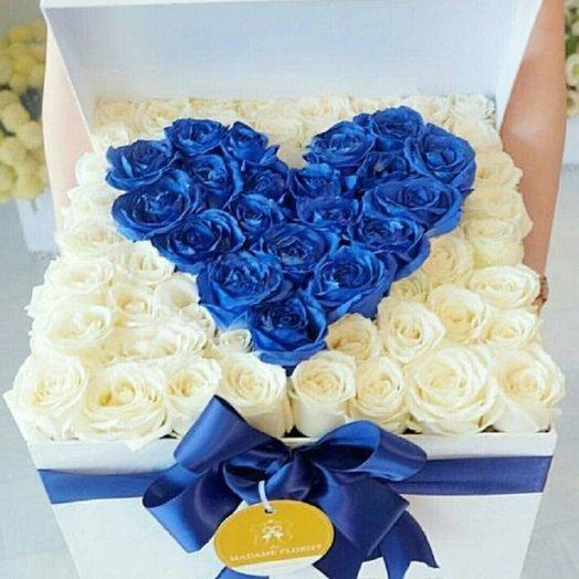 Голубое сердце из 71 розы