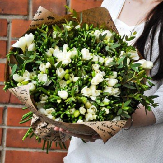 Букет из фрезии 51шт.: букеты цветов на заказ Flowwow