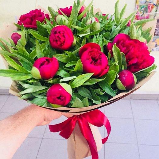 Ароматные пионы в крафте: букеты цветов на заказ Flowwow