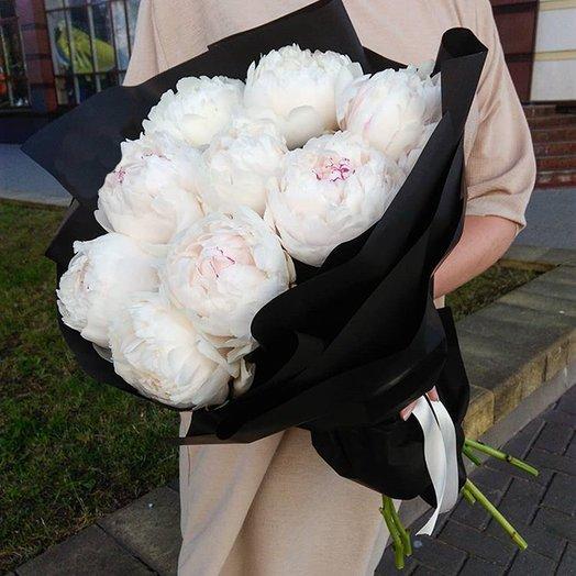 Букет из белых итальянских пионов: букеты цветов на заказ Flowwow