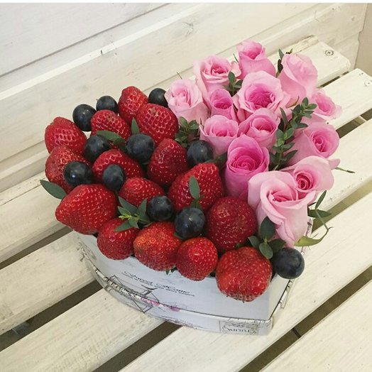 Клубничный восторг: букеты цветов на заказ Flowwow