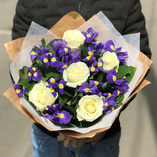 Ирисы, Розы.  N138: букеты цветов на заказ Flowwow