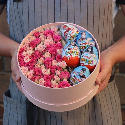 Коробочка с киндерами и розами : букеты цветов на заказ Flowwow