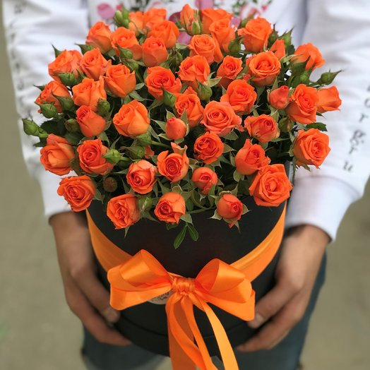 Коробки с цветами. Кустовые розы.N198: букеты цветов на заказ Flowwow
