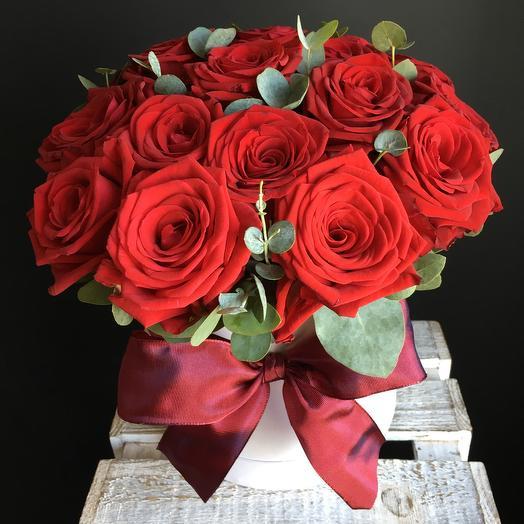 Коробочка с бордовыми розами