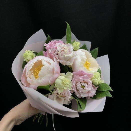 Букетик-комплимент с пионами: букеты цветов на заказ Flowwow