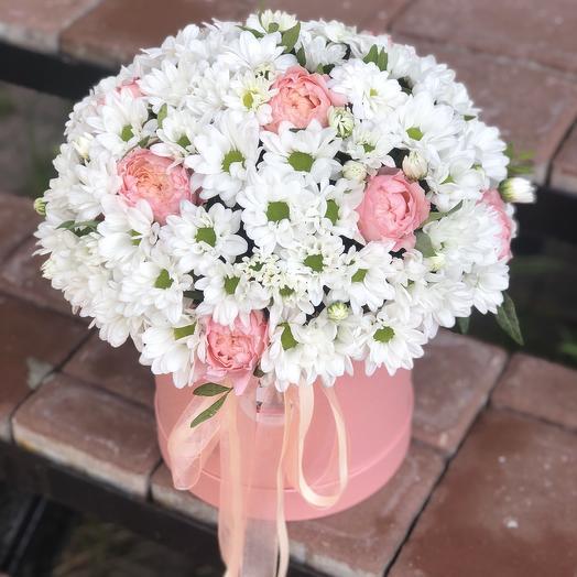 Ромашки и кустовая роза: букеты цветов на заказ Flowwow