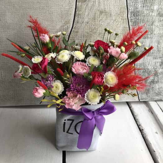 Стильная композиция в мешочке: букеты цветов на заказ Flowwow