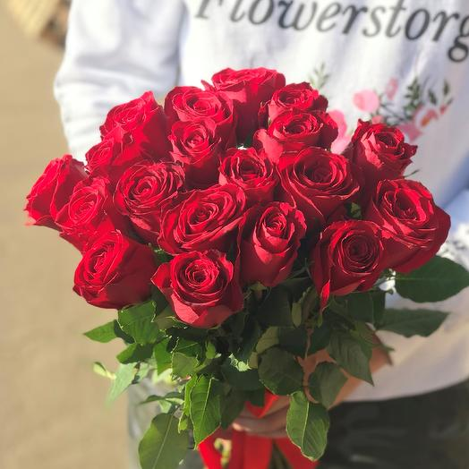 Розы. Букет из 19 кенийских роз. N551: букеты цветов на заказ Flowwow
