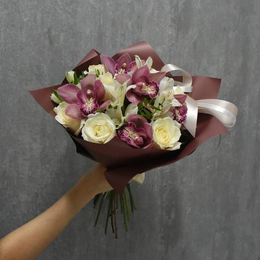 Букет с орхидеями и белыми розами: букеты цветов на заказ Flowwow