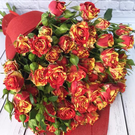 Букет из кустовой розы «Пылкость»: букеты цветов на заказ Flowwow