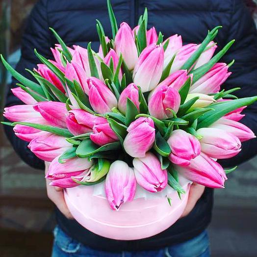 29 тюльпанов в шляпной коробке