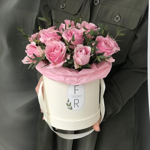 Коробочка с розами и эвкалиптом (S): букеты цветов на заказ Flowwow