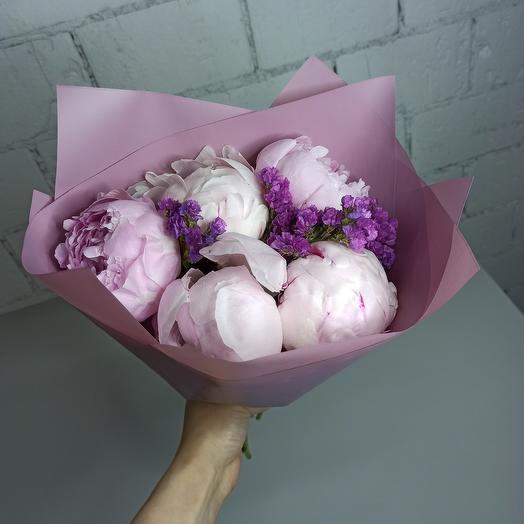 5 больших пиона Сара Бернар со статицей в красивой упаковке: букеты цветов на заказ Flowwow