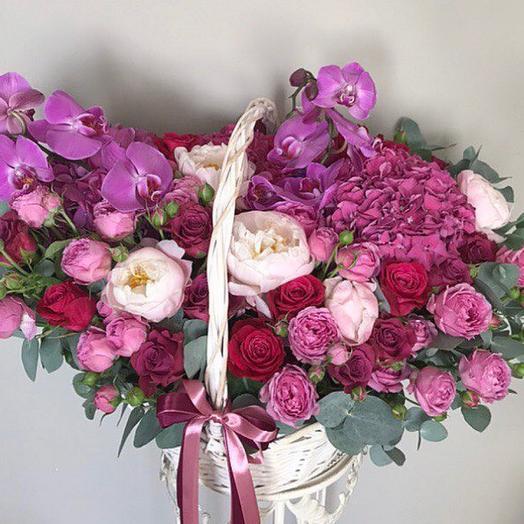 Роскошная корзина Малиновое настроение: букеты цветов на заказ Flowwow