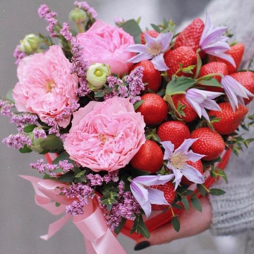 Красивая коробка с цветами и ягодами,,Фантазия '
