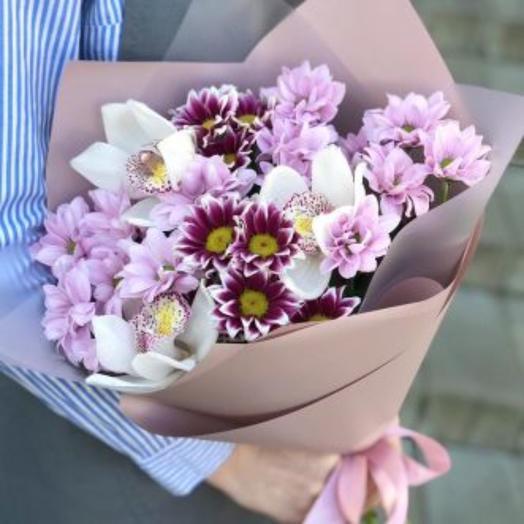 Букет с хризантемой и орхидеей