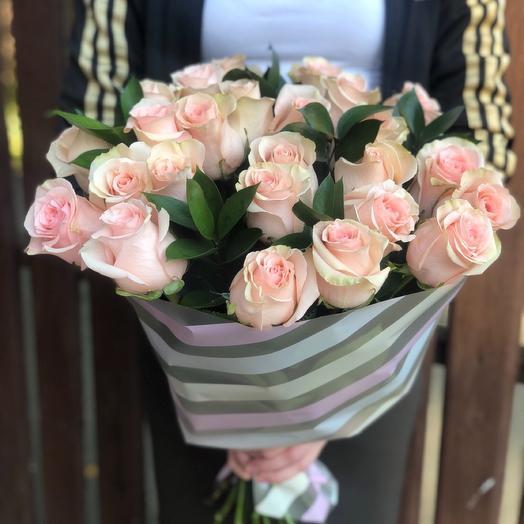 Нежный букет из 25 эквадорских роз