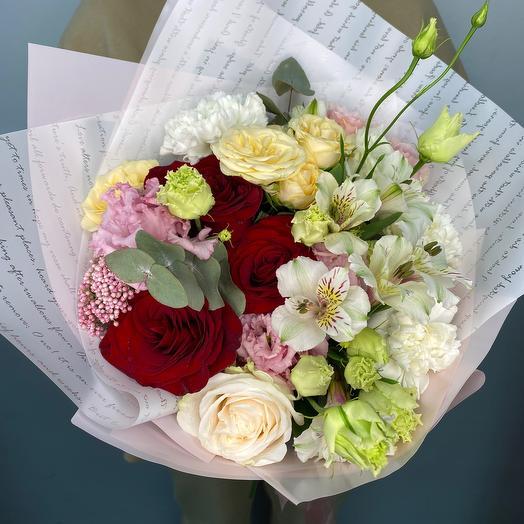 Сборный букет с розами микс и эустомой
