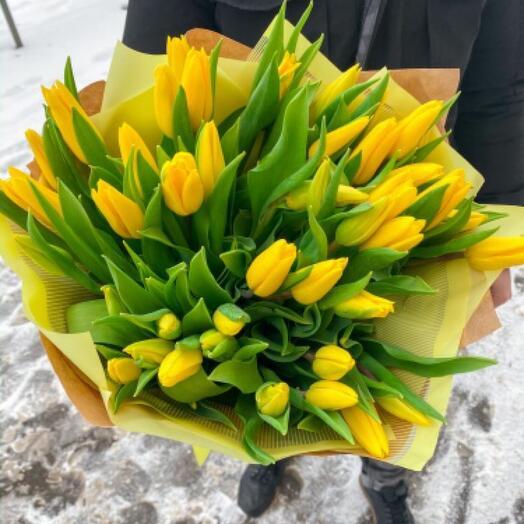 Яркий букет из 49 голландских тюльпанов