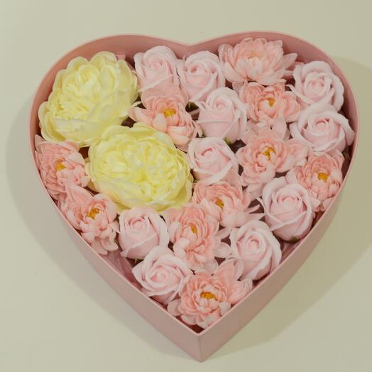 Gift set of soap flowers heart
