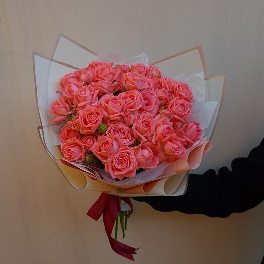 Flowers Lovers- 9 кустовых роз в оформлении