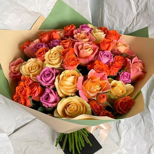 Яркий букет из 29 роз