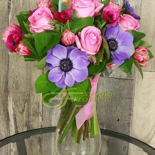 """Букет """"На счастье"""" из анемоны, розы и тюльпана"""