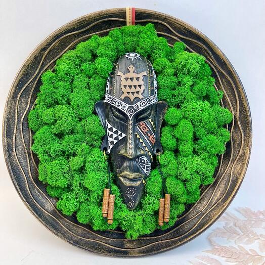 Тарелка декоративная Туземец в лесу