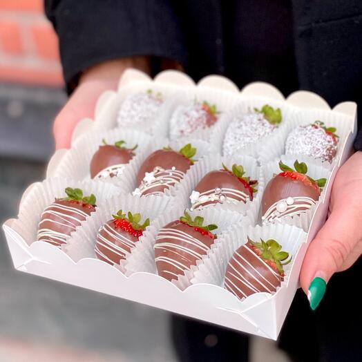 Клубника в шоколаде 12 шт
