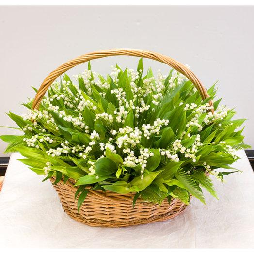 Корзина из 101-го ландыша: букеты цветов на заказ Flowwow