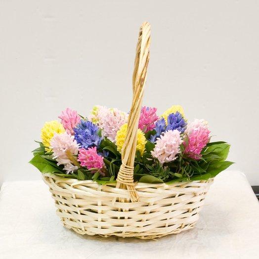 Букеты-корзина с гиацинтами, букеты роз хризантем
