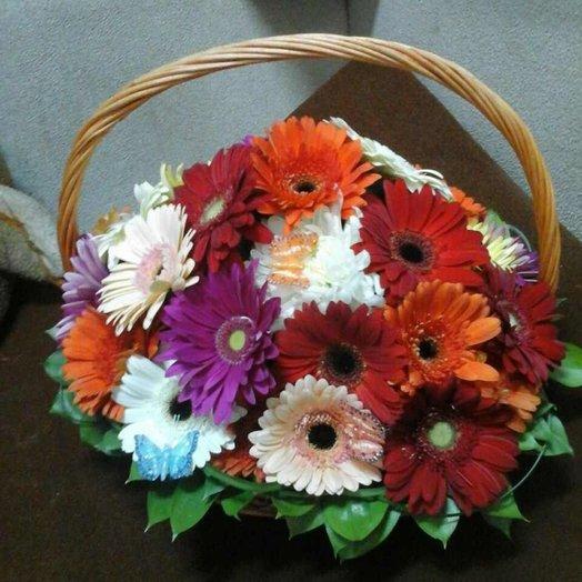Корзина Летнее настроение из разноцветных гербер. Код 164422: букеты цветов на заказ Flowwow