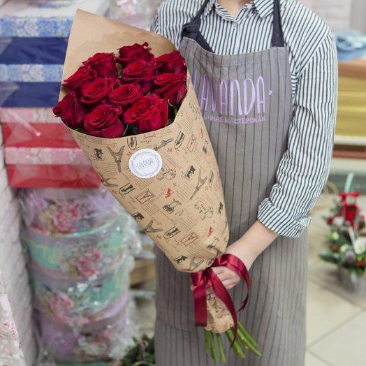 11 Эквадорских роз 60 см. в крафте: букеты цветов на заказ Flowwow