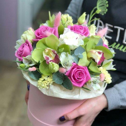 Цилиндр «Кроткая красота»: букеты цветов на заказ Flowwow
