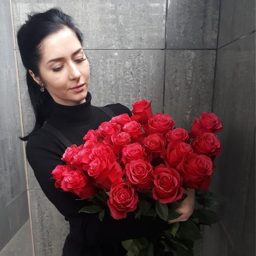Охапка алых роз: букеты цветов на заказ Flowwow