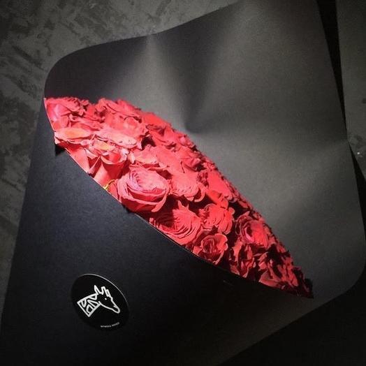 БУКЕТ ИЗ 51 АЛОЙ РОЗЫ В ЧЕРНОЙ БУМАГЕ: букеты цветов на заказ Flowwow
