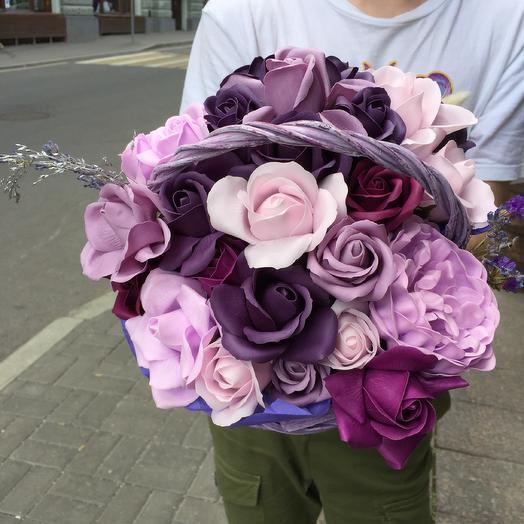 Стильная корзина мыльных роз по супер цене: букеты цветов на заказ Flowwow