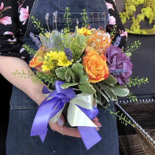 Строгий стаканчик с цветами: букеты цветов на заказ Flowwow