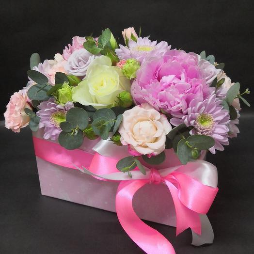 Кашпо с пионом и эвкалиптом: букеты цветов на заказ Flowwow