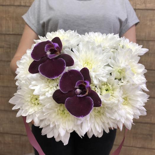 Стильная коробочка с орхидеями: букеты цветов на заказ Flowwow
