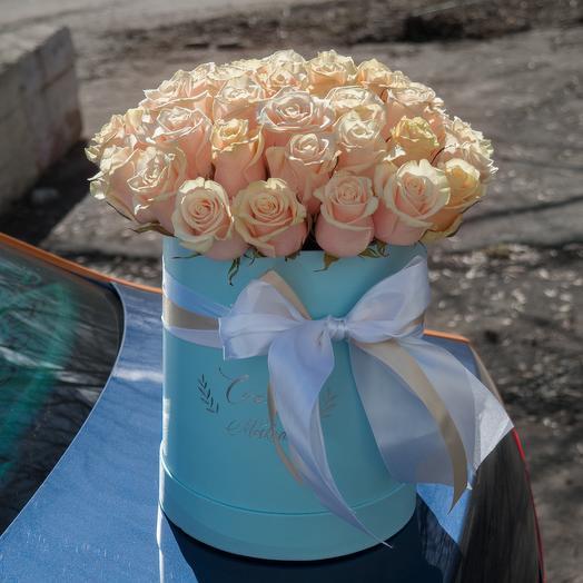 39 кремовых роз в корбке: букеты цветов на заказ Flowwow