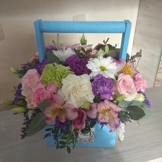Цветы в деревянном ящике: букеты цветов на заказ Flowwow