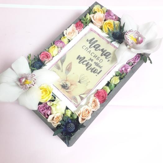 Композиция с орхидеями и шоколадной открыткой: букеты цветов на заказ Flowwow