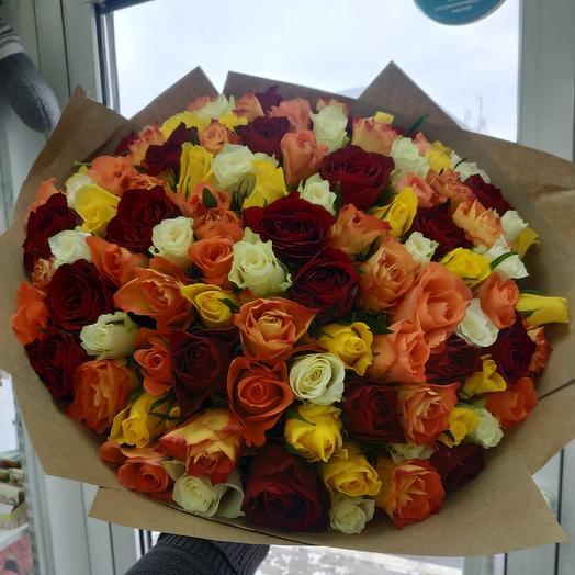 101роза в крафт бумаге: букеты цветов на заказ Flowwow