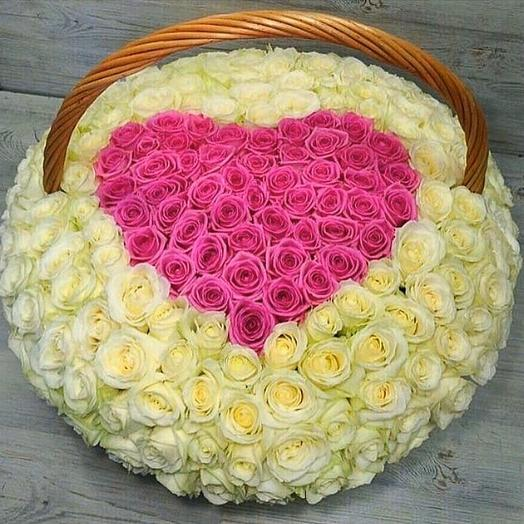 Розы в корзине в виде сердца