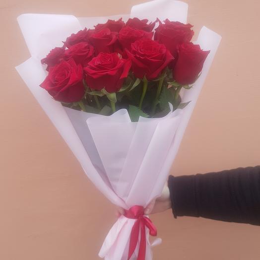 13 роз в нежной матовой упаковке
